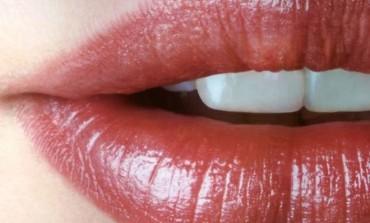 NE TREBA VAM PLASTIČNI HIRURG: Pet trikova za efekat dvostruko punijih usana...