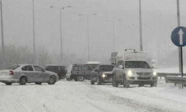 Ovo svaki vozač mora da zna: Evo šta treba da uradite ako se vaš auto zaglavi u snijegu