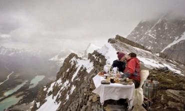 Priča od koje zastaje dah: Učinio je kao malo ko - Zaprosio djevojku na 2.700 metara nadmorske visine! (VIDEO)