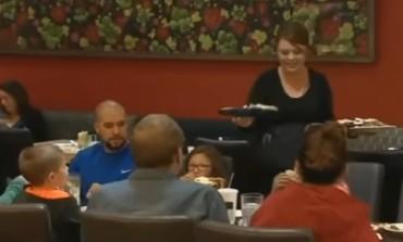 Trudnu konobaricu rasplakala poruka na računu: Nije vjerovala svojim očima šta čita! (VIDEO)