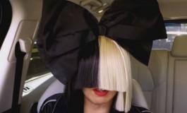 KONAČNO RAZOTKRIVENA! Njeno lice NIKO nije vidio godinama, a ovako Sia ZAISTA izgleda! (FOTO) (VIDEO)
