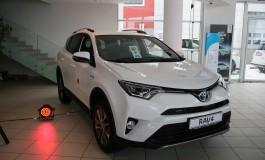 Vlada Japana donirala 80 automobila ustanovama koje brinu o socijalno ugroženim kategorijama u BiH