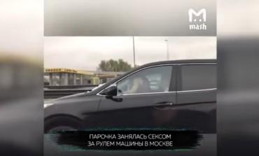 """Evo zašto su """"ludi Rusi"""" - Zajahala momka pri 70km/h (VIDEO)"""
