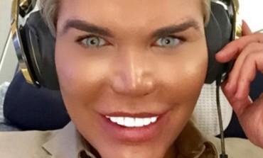 UŽASNO IZGLEDA! Ljudski Ken sada postaje Barbi? (FOTO)