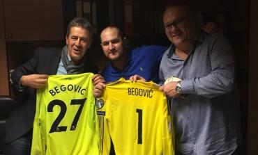 Naš popularni pjevač se družio sa Tottijem i Decom, na poklon dobio dres Asmira Begovića