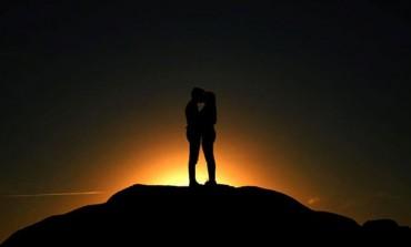 Znakovi Zodijaka u ozbiljnoj vezi: KO je besmrtna strast, a KO nezaustavljiva sila?