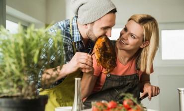 ŠTO STE SREĆNIJI, TO STE DEBLJI: Ljubavno zadovoljstvo utiče na kilažu, a evo i kako!