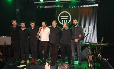 Pjevač prvi put nastupio u pratnji benda u novom sastavu:  Neno Murić rasplakao dizajnericu Amelu Radan