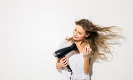 Gotovo svaka žena čini ove užasne greške prilikom sušenja kose, ako ih izbjegnete, rezultat će vas oduševiti!