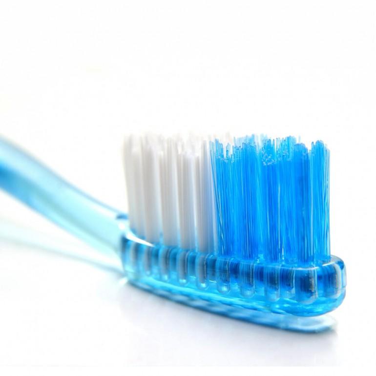 Uklonite mitisere sa lica pomoću četkice za zube!