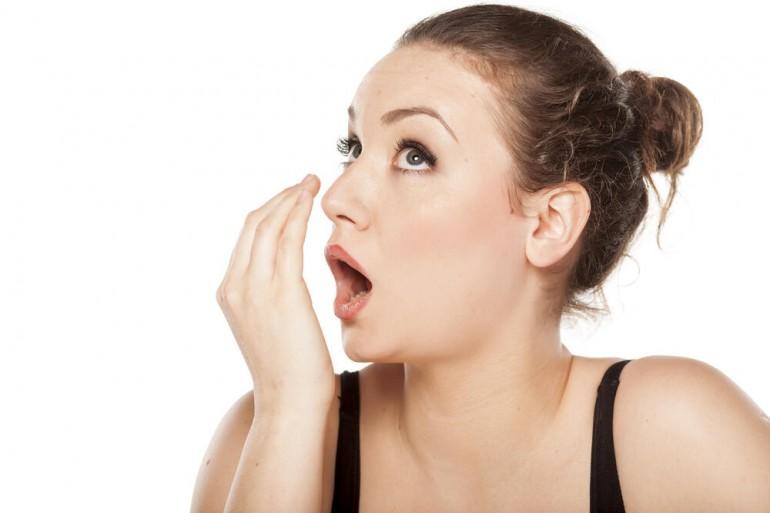 Loš zadah ne znači samo da neredovno perete zube, već može ukazati na ozbiljne zdravstvene probleme..
