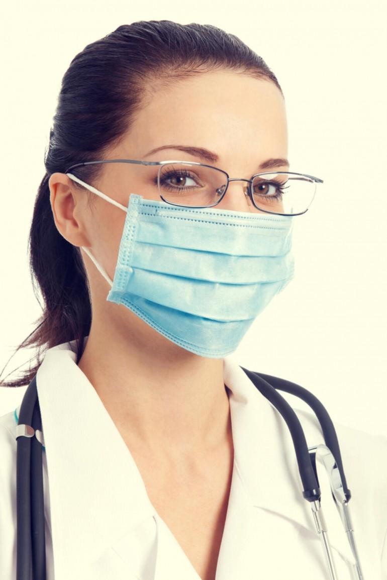 Ako vas i dalje nervira kad vam se magle naočare dok nosite masku, isprobajte ovaj trik sa vodom i sapunom