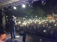 Armin Muzaferija nastavlja s odličnim koncertima - U Tešnju pjevao pred više od 3.000 posjetilaca