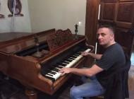 Pjevač kojeg hvale Zdravko Čolić i Goran Bregović, a voli i Edin Džeko
