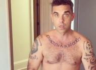 Želi biti Kim: Robbie Williams ponovo je pozirao potpuno gol (VIDEO)
