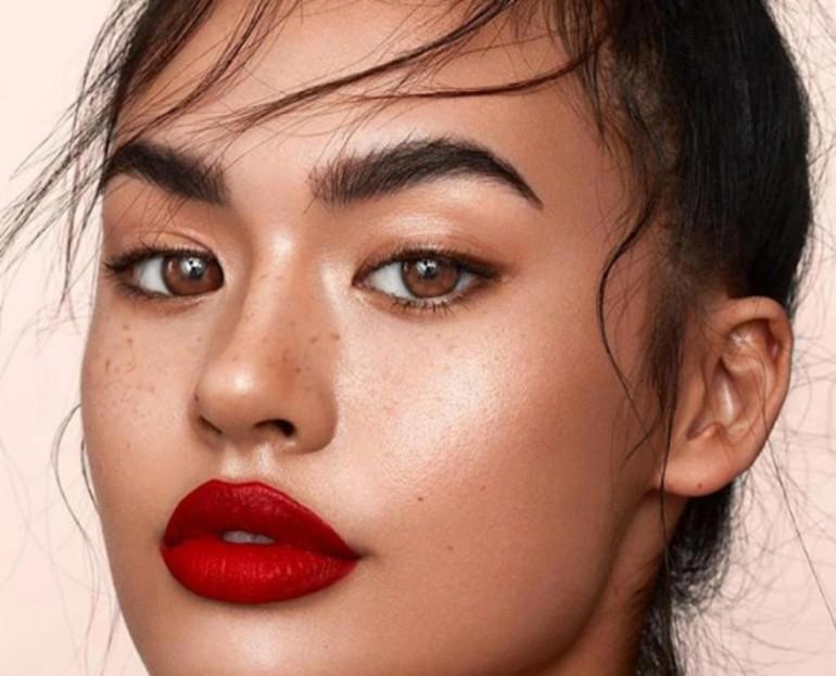 KAKO DO BRONZANOG TENA: Jednostavan način kako da zablistate tokom ljetnjeg perioda i sa šminkom!