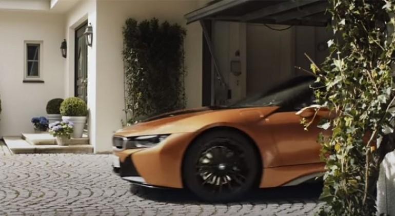 BMW ima reklamu sa direktorom Mercedesa – I GENIJALNA JE