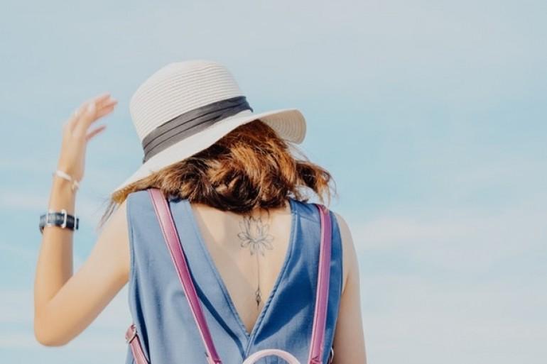 Kako da nosite haljine sa otvorenim leđima i izgledate neodoljivo