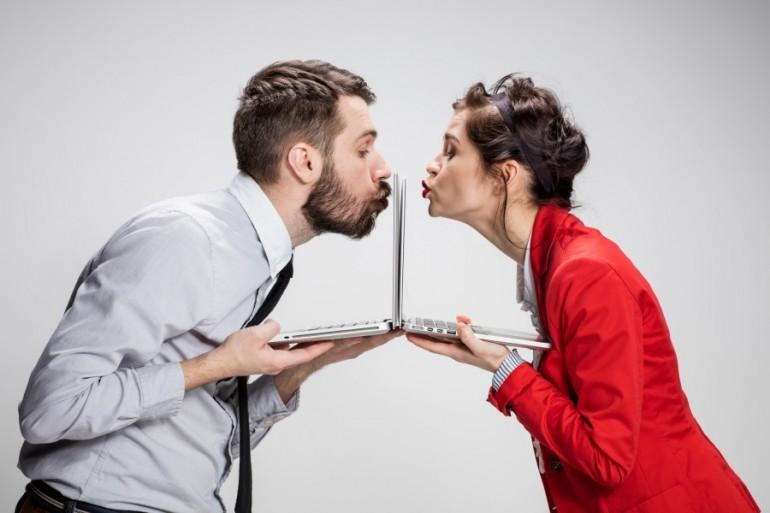 Šta to lažu žene, a šta muškarci prilikom upoznavanja preko Interneta?!