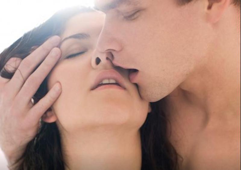 GLUMICE ZA OSKARA! Studija pokazala zašto žene stenju tokom ljubavnog čina!