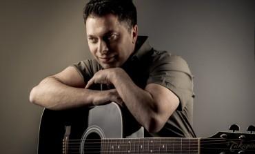 Na albumu Alena Hrbinića i dvije pjesme hitmejkera Dine Muharemovića