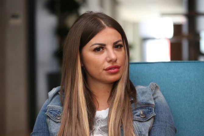 JEDVA GOVORILA! Dragana Mitar na ivici suza izašla iz Centra za socijalni rad (VIDEO)
