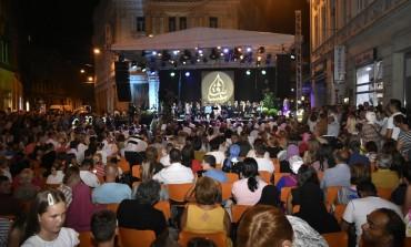 """Završena manifestacija """"U dergjahu mog srca"""": Hiljade građana uživalo u najljepšim ilahijama i kasidama"""