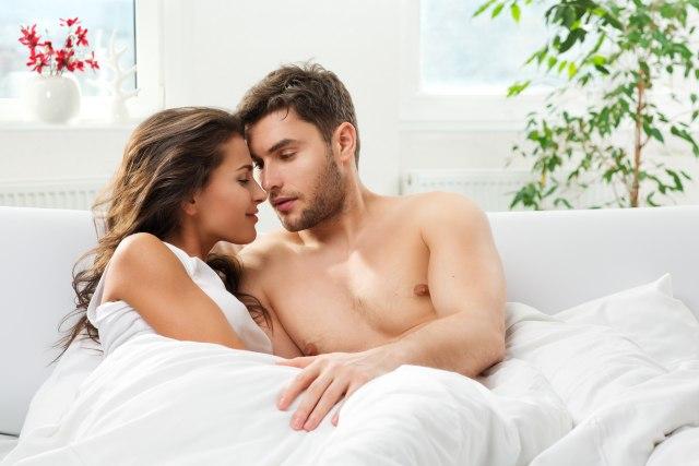 Riječi koje svaki muškarac želi da čuje u krevetu su…