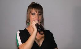 Miljana Kulić se LATILA MIKROFONA, pa napravila FEŠTU u Beloj kući, zadrugari oduševljeni njenom interpretacijom! (VIDEO)