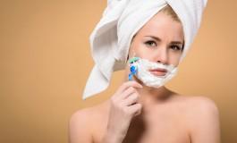 Bizaran trend: Žene koje briju lice tvrde da je to najbolji tretman za kožu, a šta kažu dermatolozi?