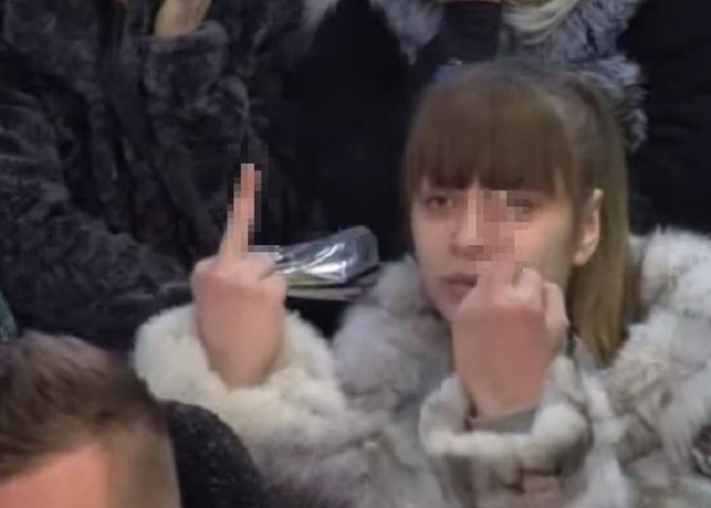 """""""Molim produkciju neka reaguje"""" – Miljana pokazivala srednji prst Dušici"""