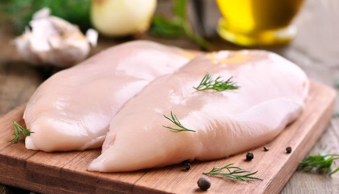 Pileće meso nemojte odmrzavati na sobnoj temperaturi, evo i zbog čega